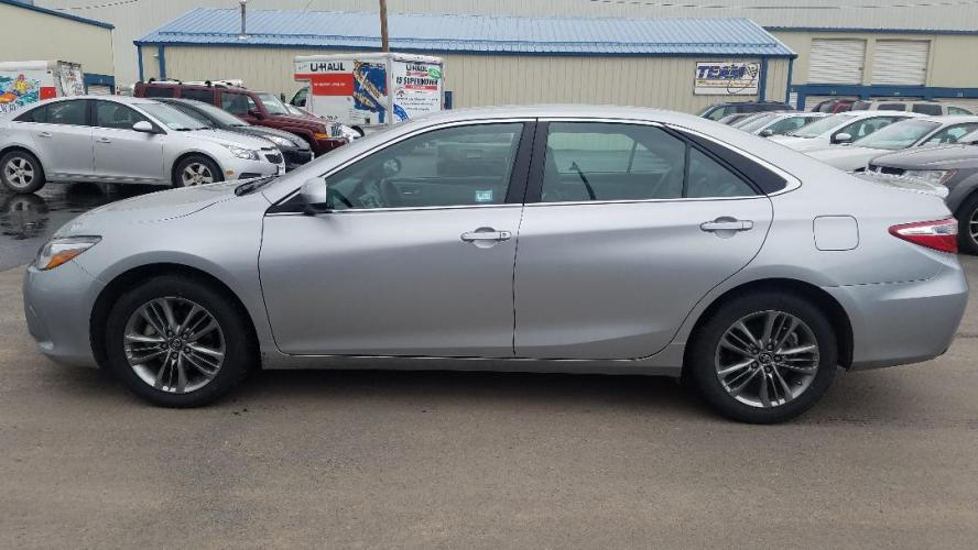 2017 Toyota Camry SE (4T1BF1FK2HU) with an 2.5L L4 DOHC 16V engine, 6A transmission, located at 2015 Cambell Street, Rapid City, SD, 57701, (605) 342-8326, 44.066433, -103.191772 - Photo #0