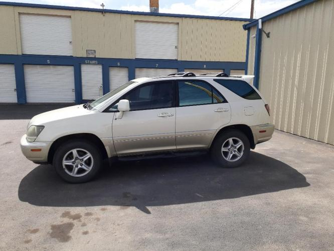 2000 Lexus RX 300 (JT6HF10U5Y0) with an V6, 3.0L; DOHC 24V; MFI engine, located at 2015 Cambell Street, Rapid City, SD, 57701, (605) 342-8326, 44.066433, -103.191772 - Photo #0